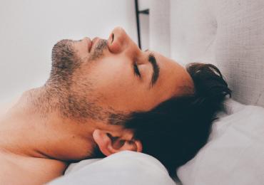 Dormir bien es clave para tener buena salud bucal