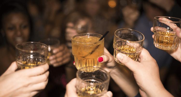¿Cómo afecta el consumo de alcohol a nuestros dientes?