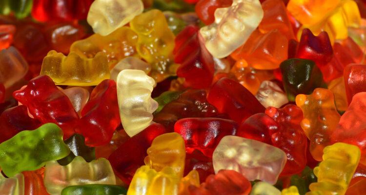 Carillas y coronas: la alternativa al reemplazo de tus dientes