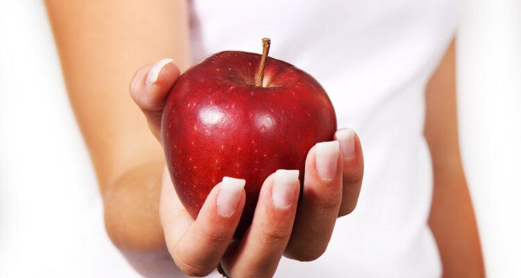 Cuatro alimentos naturales que pueden ayudarte a fortalecer tu dentadura